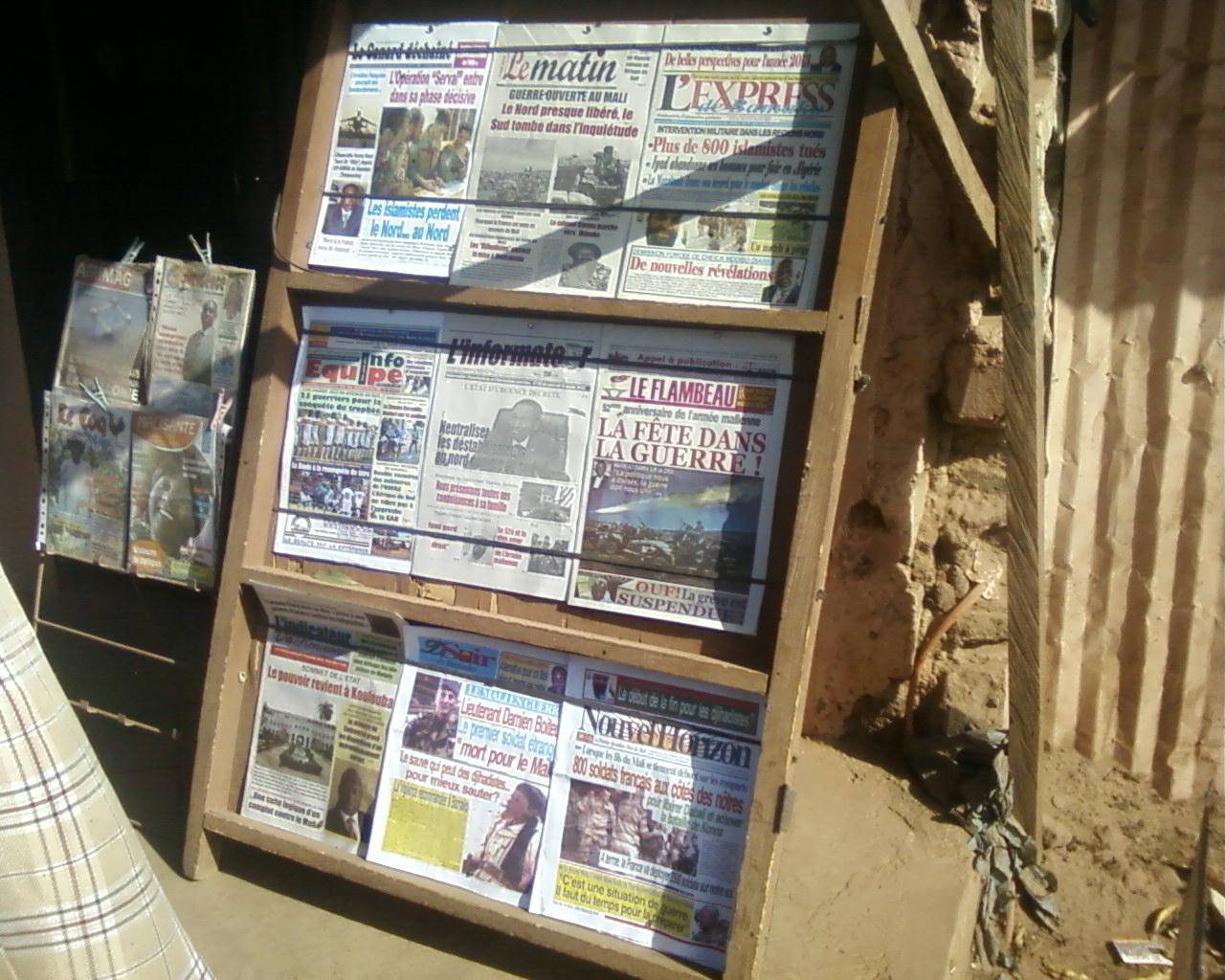 Point de vente de journaux à Bamako (Source personnelle, 16-01-2013
